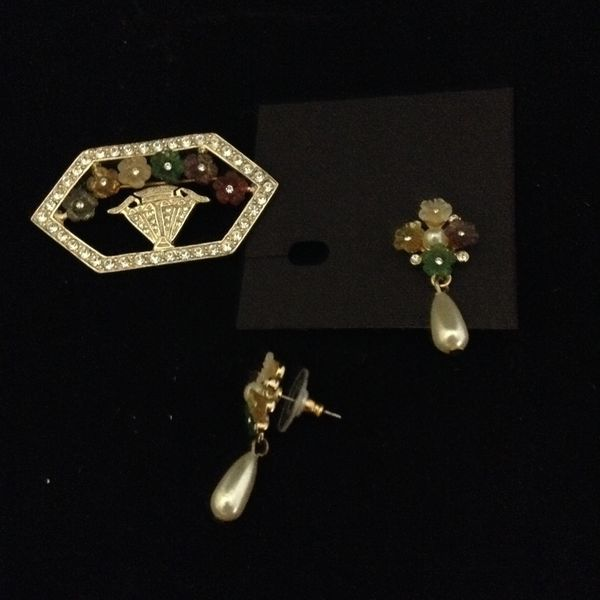 Thermoset Lucite Flowers & Rhinestones Brooch with matching Pierced earrings with Faux Pearl dangle