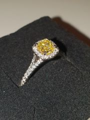 Platinum, Yellow diamond with white diamond shoulders