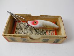 Heddon No Snag River Runt NEW IN BOX White Shore PLUS RED CATALOG