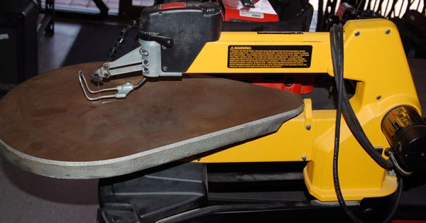 Dewalt 20 Inch Variable Speed Scroll Saw
