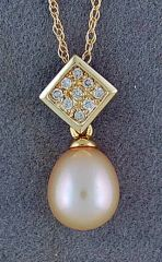 1/10ctdw Diamond and Pearl Pendant on a Chain