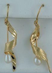 Twisted Dangle Pearl Earrings