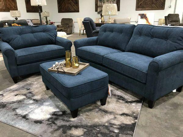 La-Z-Boy 2 Laurel Sofa, Chair and 1/2, and Ottoman
