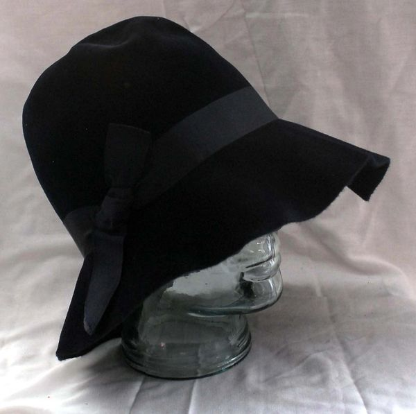 Women s 1940s Borsalino Navy Blue Felt Hat in Original Box  da38d0fe4