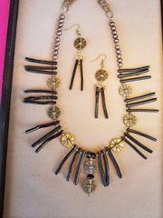 Sea lovers black coral necklace set