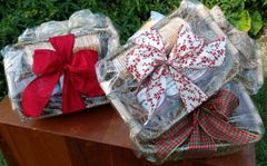 Holiday 3-Pack Gift Basket with Crackers