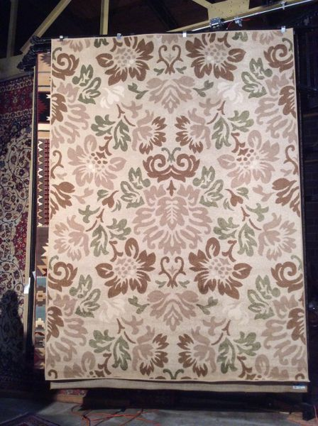 Contemporary neutral toned floral design 8x 11 machine made rug