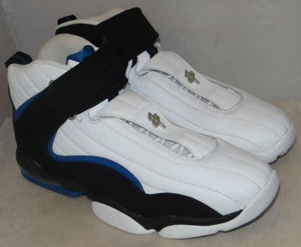 NEW, TRIED ON AIR PENNY SIZE 13 864018 001 #4476