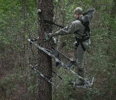 KING-STAND Bowhunter 250 climbing stand with wheel package