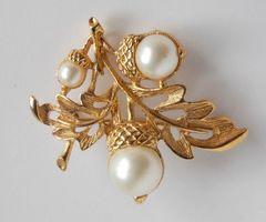 Vintage Avon AUTUMN GLORY Faux Pearl Pendant Brooch