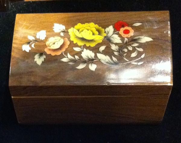 Italian Wood Marquetry Box with Flower Motif Colored Yellow, Orange and White