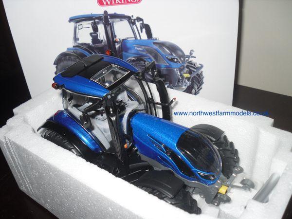 Wiking 1/32 Valtra T214 (Metallic Blue)