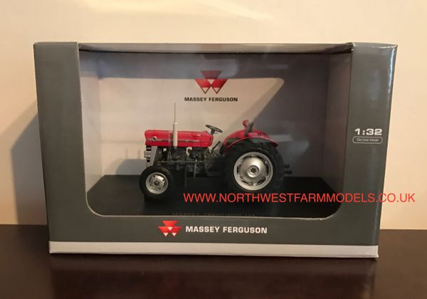 UH2785 UNIVERSAL HOBBIES 1/32 SCALE MASSEY FERGUSON 135