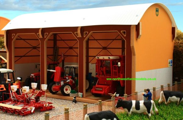 BRUSHWOOD TOYS DUTCH BARN - TRACTOR SHED BT8980 1:32 SCALE **NEW**