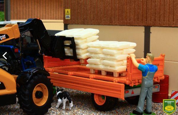 BRUSHWOOD TOYS STACKS OF SACKS (x2) 1:32 SCALE FARM DIORAMA BT3044 **NEW**