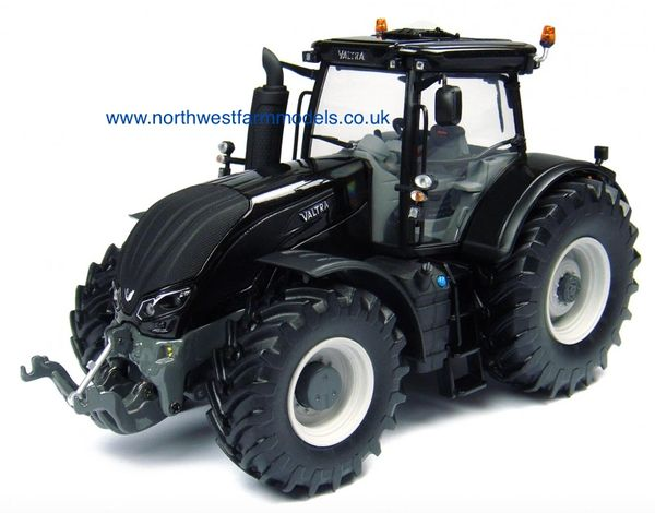 UH4230 1/32 Universal Hobbies Valtra S Series (Black)