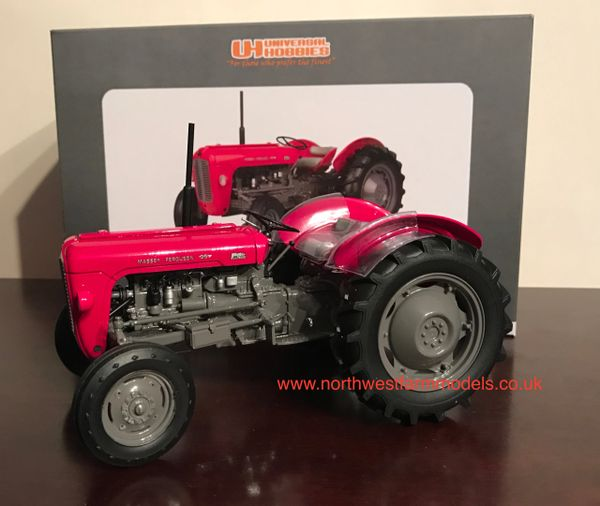 UH4141 UNIVERSAL HOBBIES 1/16 SCALE MASSEY FERGUSON 35 (1959)