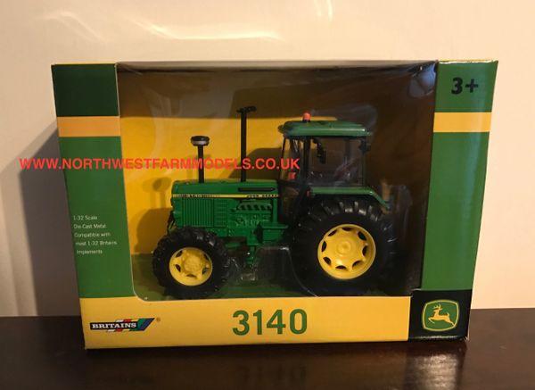 BRITAINS FARM 1/32 SCALE JOHN DEERE 3140 4WD TRACTOR