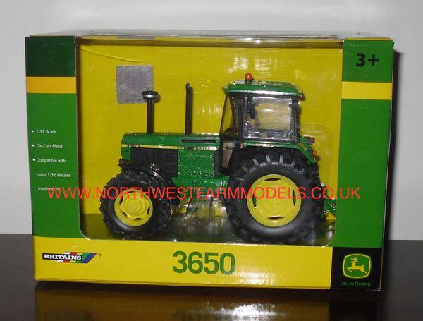 42904 Britains farm 1/32 John Deere 3650 Model Tractor