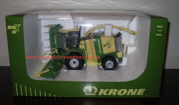 UNIVERSAL HOBBIES 1/32 KRONE BiGX V8 FORAGE HARVESTER WITH MAIZE HEADER (DEALER BOX)