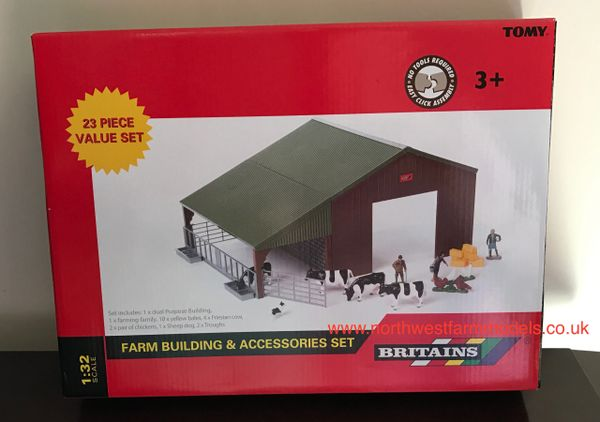 43139A1 BRITAINS FARM BUILDING AND ACCESSORIES SET (23 PIECES)