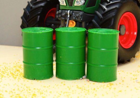 BRUSHWOOD TOYS GREEN BARRELS (x3) 1:32 SCALE FARM DIORAMA BT3050 **NEW**