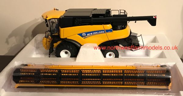 UH4986 UNIVERSAL HOBBIES 1/32 SCALE NEW HOLLAND CR9080 WHEELED COMBINE HARVESTER **NEW**