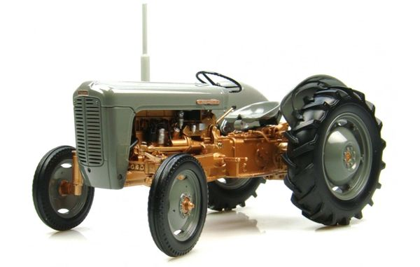 UH2986 UNIVERSAL HOBBIES 1:16 SCALE FERGUSON FE 35 1956 (GREY AND GOLD)