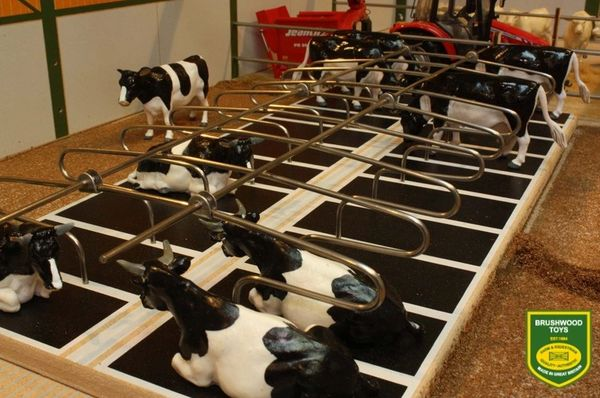 BRUSHWOOD TOYS METAL COW CUBICLES (DOUBLE)
