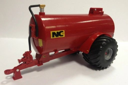 42891 1/32 Britains Farm NC 2500 Slurry Tanker (field side)