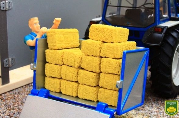 BRUSHWOOD TOYS SMALL SQUARE BALES (X16) 1:32 SCALE FARM DIORAMA **NEW**