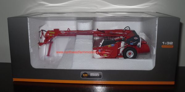 UH2618 UNIVERSAL HOBBIES 1/32 SCALE KUHN FC 303 GC TRAILED MOWER