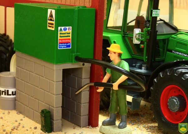 BRUSHWOOD TOYS 1:32 SCALE BT3054 DIESEL TANK FUEL TANK, HOSE AND FUEL GUN (GREEN)