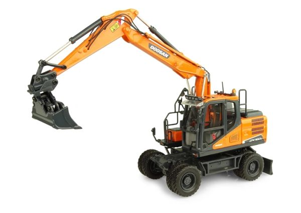 8194 UNIVERSAL HOBBIES 1:50 SCALE DOOSAN W WHEELED EXCAVATOR WITH 2 ATTACHMENTS