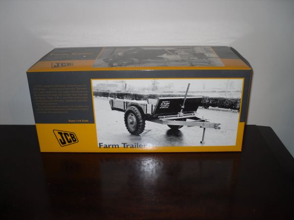 UH2712 UNIVERSAL HOBBIES 1/16 SCALE JCB FARM TRAILER