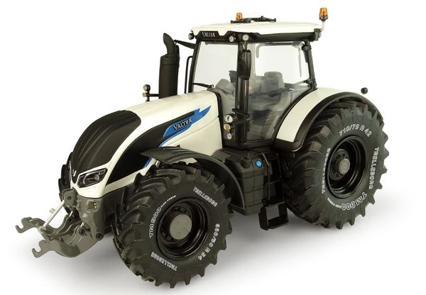 """UNIVERSAL HOBBIES 5319 1:32 SCALE VALTRA S394 """"FINLAND EDITION"""" LIMITED *NEW*"""