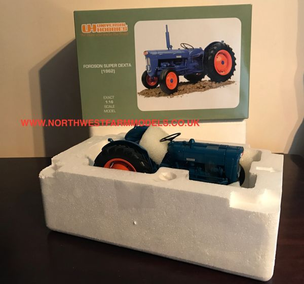 UH UNIVERSAL HOBBIES 2899 1/16 SCALE FORDSON SUPER DEXTA (1962)