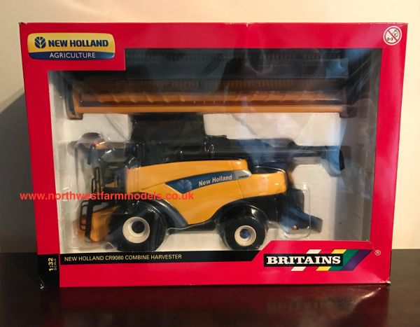 BRITAINS FARM 1/32 SCALE NEW HOLLAND CR9080 COMBINE HARVESTER