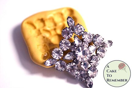 Square shaped rhinestone brooch mold for cupcake toppers M5236