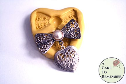Filigree bow and heart mold M5240