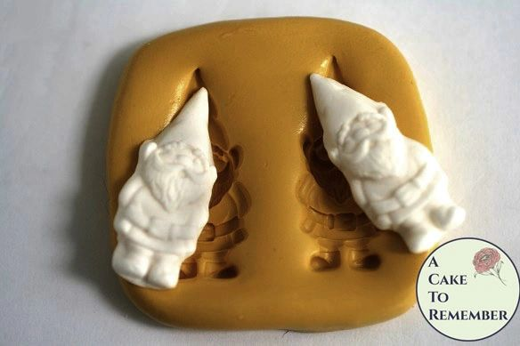 Gnome silicone mold for cake decorating. M5080