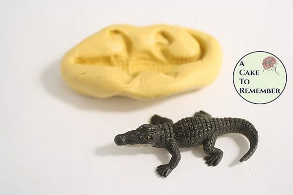 Silicone standing alligator mold for cakes or cupcakes M5066