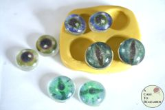 Edible eyes isomalt eyeballs set, enough for 30 eyes.