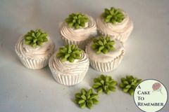 "12 little edible succulents for mini cupcakes, 3/4""-1"" wide."