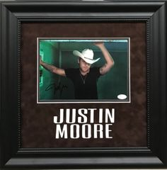 Justin Moore Signed 8x10 Photo