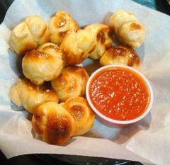 Food: Vegan Garlic Knots (24 pcs)