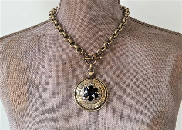 VICTORIA - Antique Button Necklace