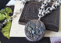 DEIDRA - Antique Lustre Glass Necklace