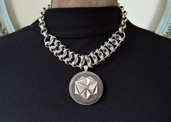 GEO - Geometric Chanel Button Necklace