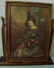 BEAUTIFUL OLD PRINT OF WOMAN WITH ROSES HAT AND PEARLS, EASEL FRAME